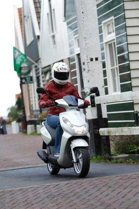 Peugeot Kisbee Is Europe's Number One Scooter